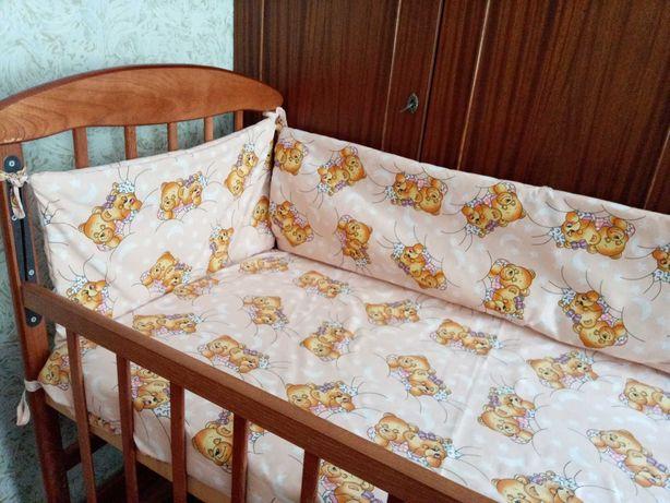 Кроватка + матрас + комплект постельного белья с защитой и балдахином