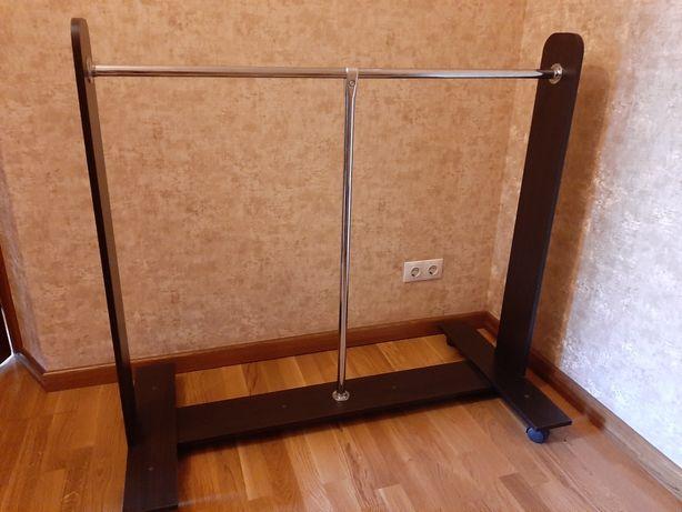 Вешалка-стойка для одежды
