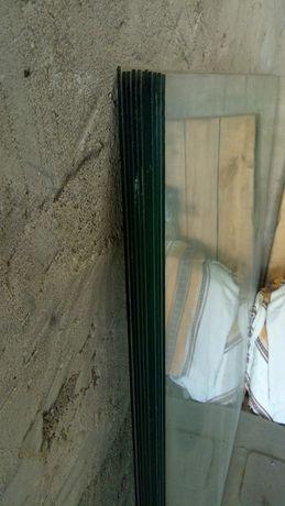 Продам стекло 3мм.   1.3м × 1.6м