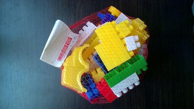 Конструктор блочный Фигурки + машинка пластмасса