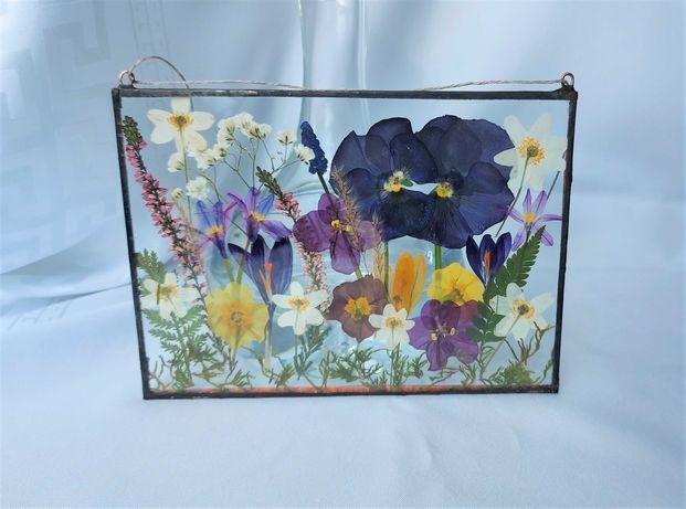 Ozdoba do powieszenia w oknie z suszonych kwiatów
