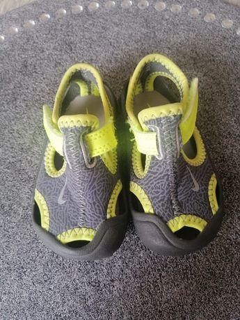 Sandały Nike roz 18