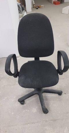 Używane obrotowe krzesło