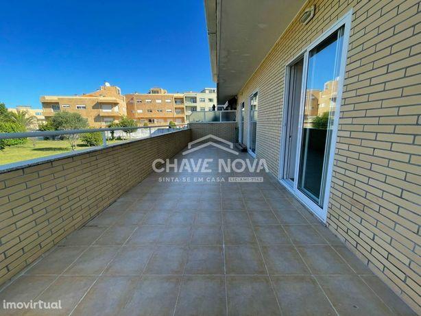 T1+1 Condomínio Fechado c/ Terraço e Garagem Box em Canelas