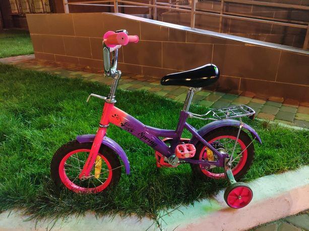 Детский велосипед с боковыми колесами (4 колеса).
