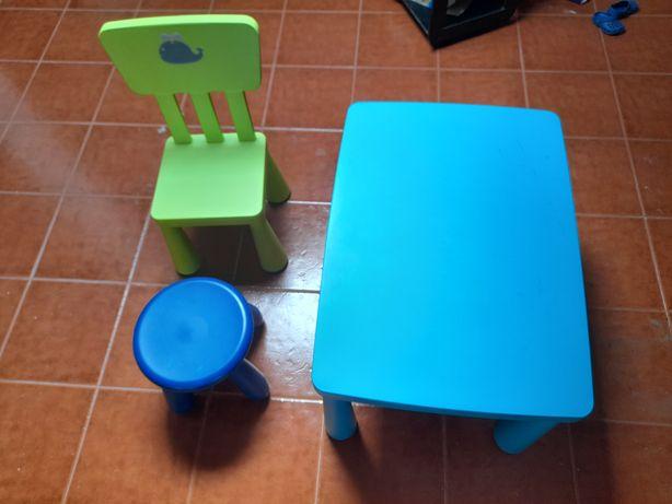 Mesa,cadeira e banco do IKEA