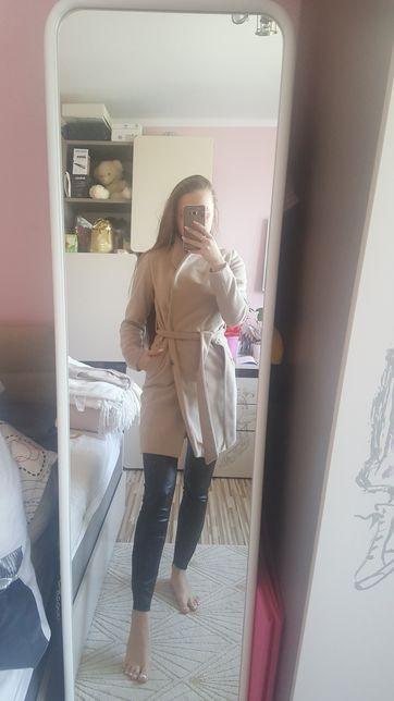 MOHITO Beżowy płaszcz damski