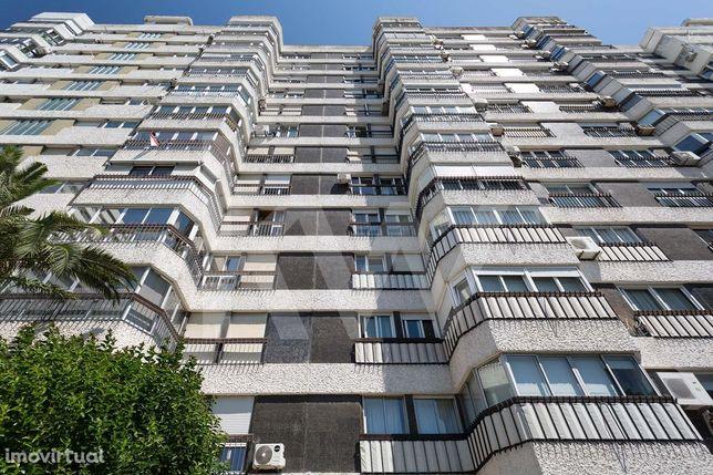 Apartamento T5 Penthouse com Terraço e Garagem, Miraflores