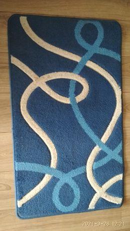 Ładny dywan 59 x 101 w bardzo dobrym stanie