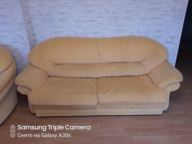 Розкладной  диван  и   два  кресла
