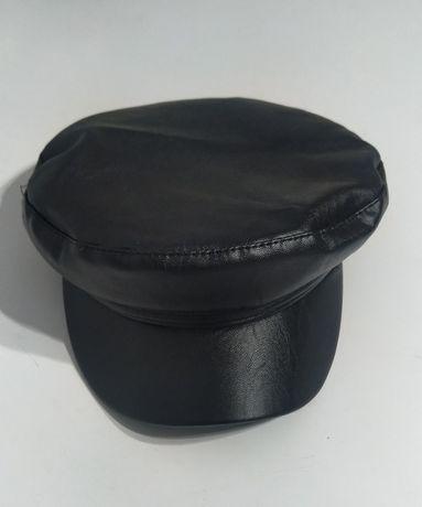 Женская  черная кепка - фуражка  с эко-кожи.