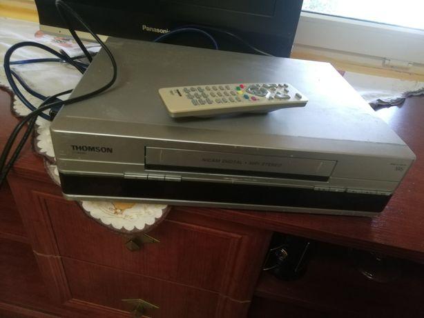 Sprzedam magnetowtd firmy Thomson w dobrym stanie z kasetami