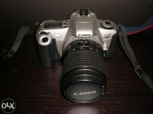 Canon EOS 300 com lente 28-90 mm