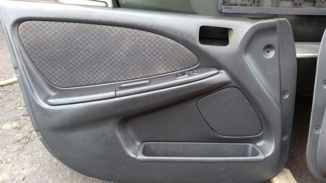 Toyota avensis t22 Дверка дверь дверные карти стекла