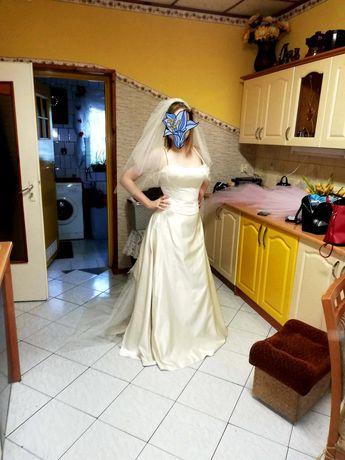 Suknia ślubna biało kremowa