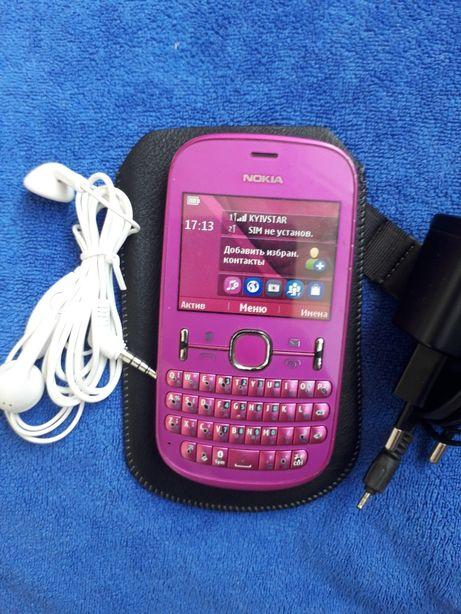 Nokia 200 работает 1 симка с батареей, зарядкой, наушниками, чехлом