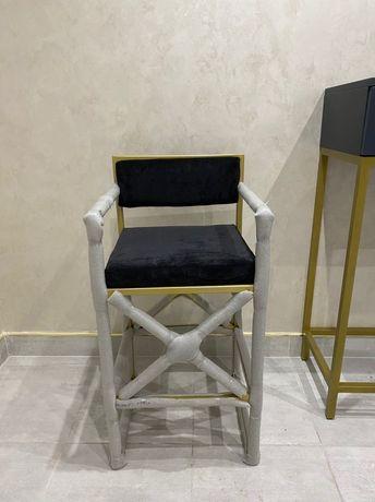 Продам новые 2 стула золотой метал черные