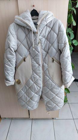 Sprzedam piękny płaszczyk firmy Bastet