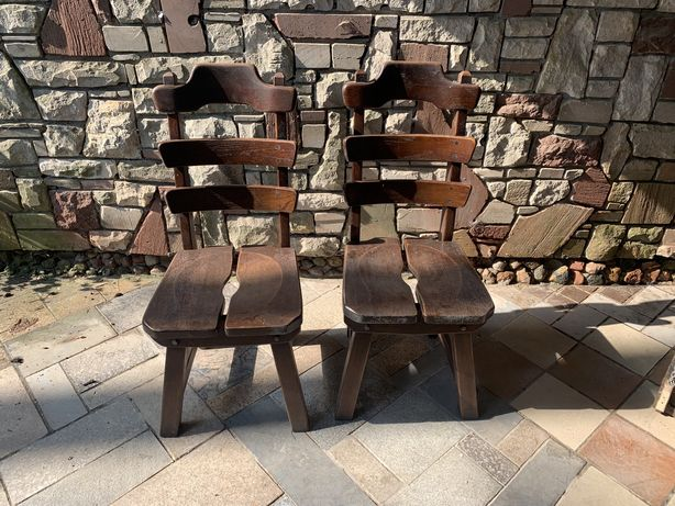 Sprzedam krzesła w stylu holenderskim.