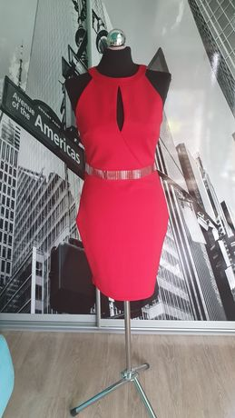 Sukienka czerwona w bardzo dobrym stanie, ze srebrnymi wstawkami