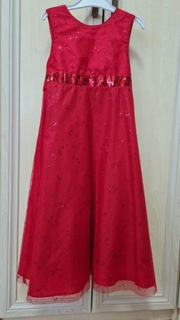 гарна червона сукня,на худеньку ледi.