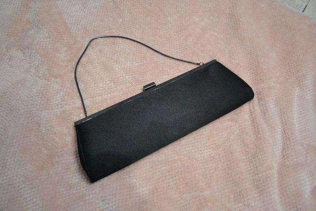 Mała czarna torebka elegancka teatr opera łańcuszek kopertówka
