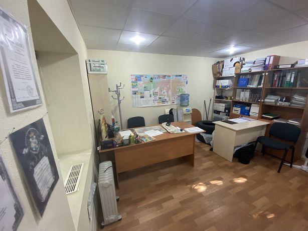 Продам три офисных кабинета в центре
