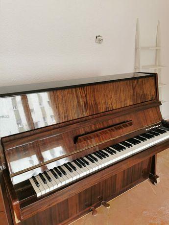 Sprzedam pianino Ukraina.