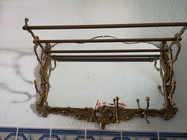 Bengaleiro antigo em ferro forjado