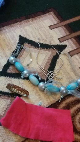 Браслет, 2 ожерелья в камнях, повязка на голову