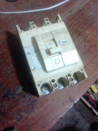 Выключатель автоматический ВА51-35М2-340010-250А