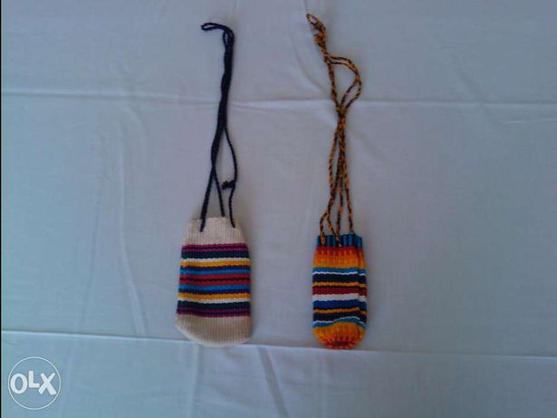 2 pequenas bolsa em lã /artesanato