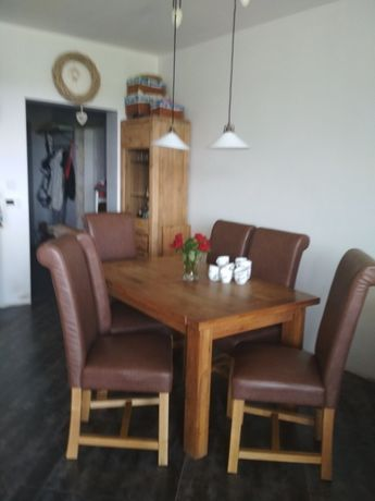 Stylowe krzesła do jadalni