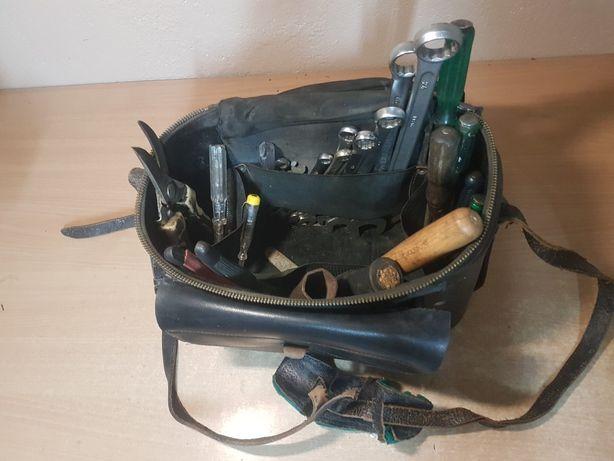 Torba narzędziowa z zestawem narzędzi