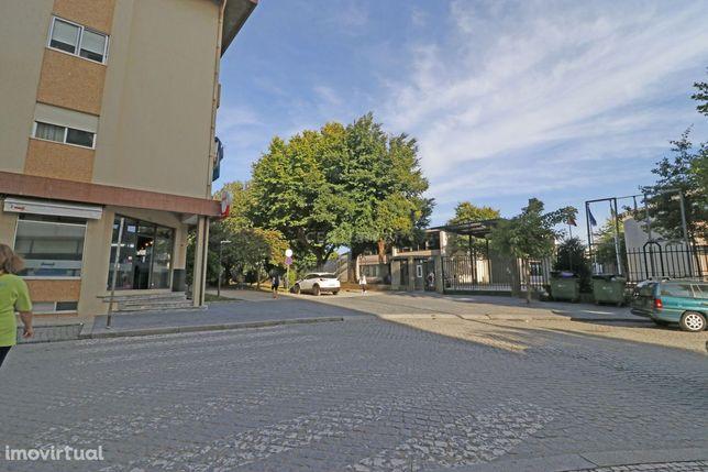 Loja para venda totalmente remodelada com 200m2 em Guetim-Espinho