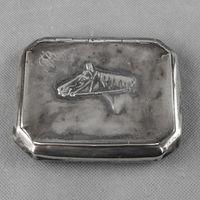 Cigarreira em prata Javali, oitavada com cabeça de cavalo e monograma
