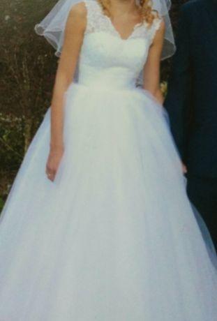 Suknia ślubna r. 36-40