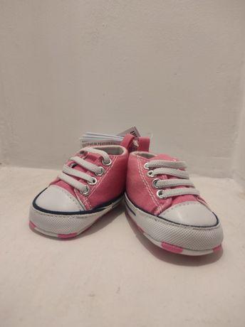 Нові дівчачі кросівки