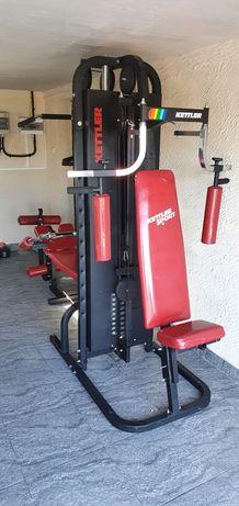Atlas do ćwiczeń stacja siłownia ławeczka