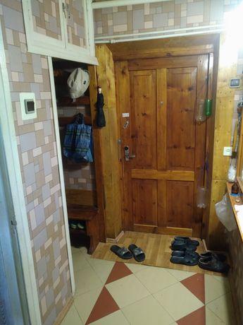 Продам або обміняю трикімнатну квартиру у Чутовому.