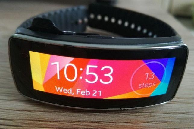 Smartwatch Samsung Gear Fit, ekran sAMOLED, folia na ekranie