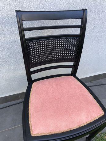 Cadeiras com costas de palhinha