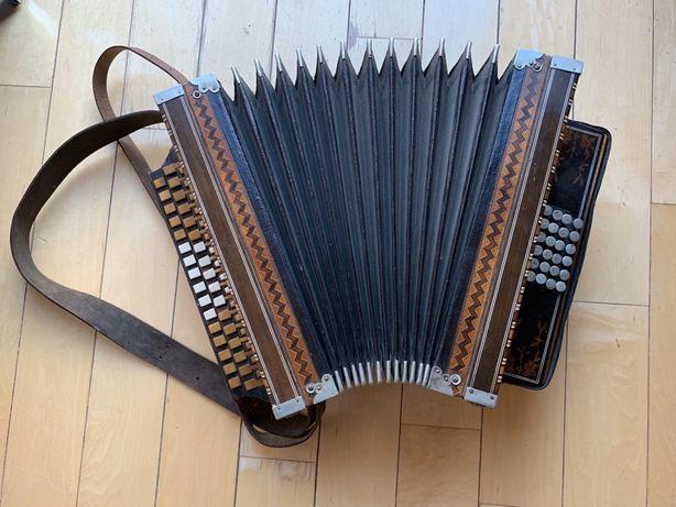 Unikalna harmonia ręczna Z. Radek trzyrzędowa,24b