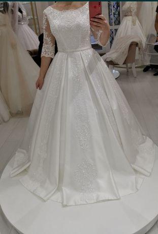 Весільна сукня колір айворі