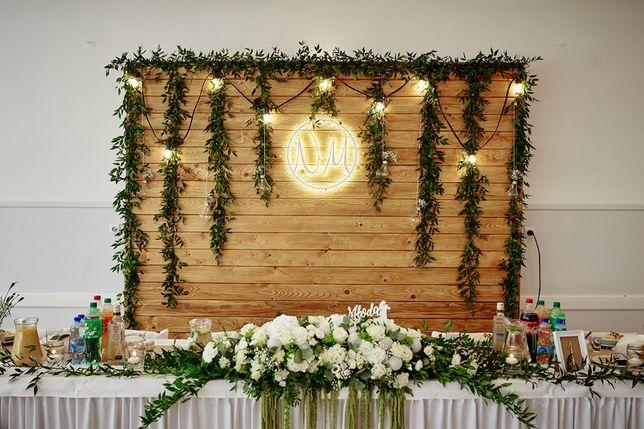 Ścianka tło za Parą Młodą drewniana styl rustykalny dekoracja ślubna