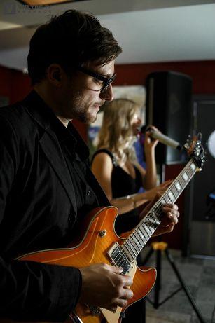 Сессионный гитарист, бэк вокалист, композитор