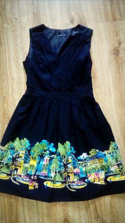 Sukienka czarna z pięknie zdobionym dołem S/M
