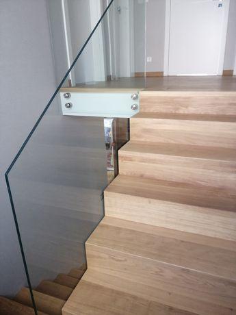 Schody drewniane dębowe dywanowe stopnie dąb balustrada szklana
