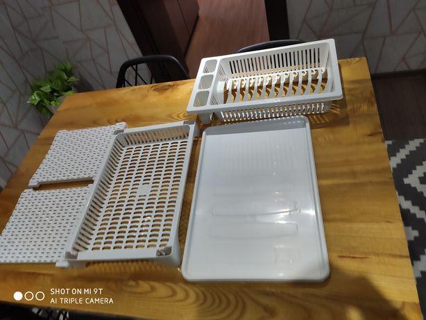 Ociekacz/Suszarka na naczynia i sztućce z białego rattanu