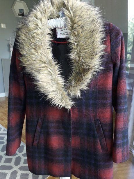 Płaszcz jesienny w kratę z futerkiem